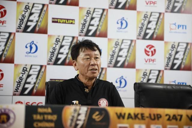 HLV Chung Hae-seong thừa nhận khó cạnh tranh ngôi vô địch
