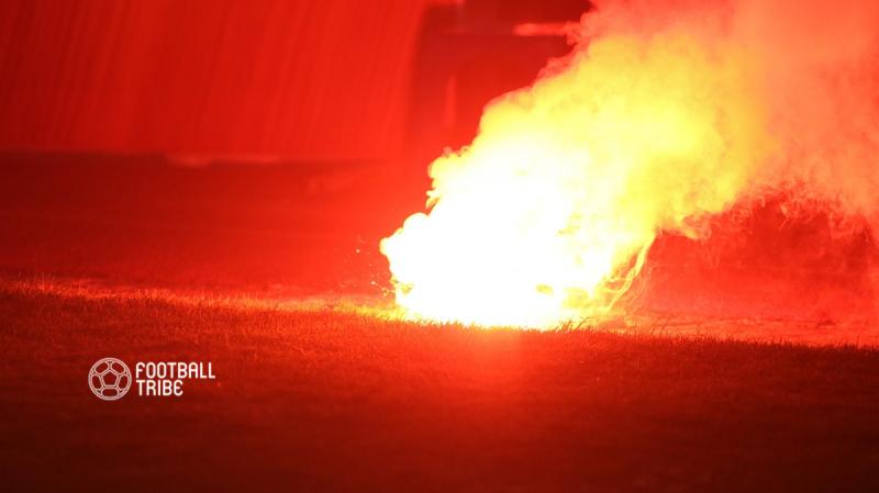 Hà Nội bị 'treo sân' vì vụ pháo sáng của CĐV Hải Phòng