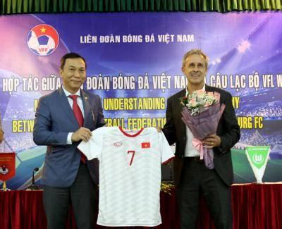 Cựu danh thủ Pierre Michael Littbarski đến Việt Nam