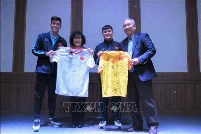 Đại sứ Việt Nam tại Hàn Quốc thăm hỏi động viên đội tuyển U23 Việt Nam